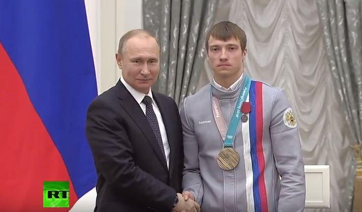 Владимир Путин наградил Илью Бурова медалью Ордена «За заслуги перед Отечеством»