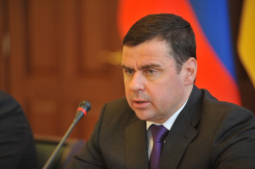 Дмитрий Миронов дал рекомендации по работе со светофорами и рассказал о стратегически важных соглашениях области с другими регионами