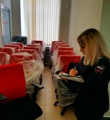 Банк лишился кресел из-за долга в 900 рублей