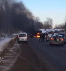 На трассе Ярославль-Углич вспыхнул пассажирский автобус