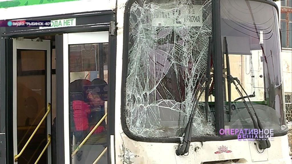Пять человек пострадали во время столкновении двух рейсовых автобусов