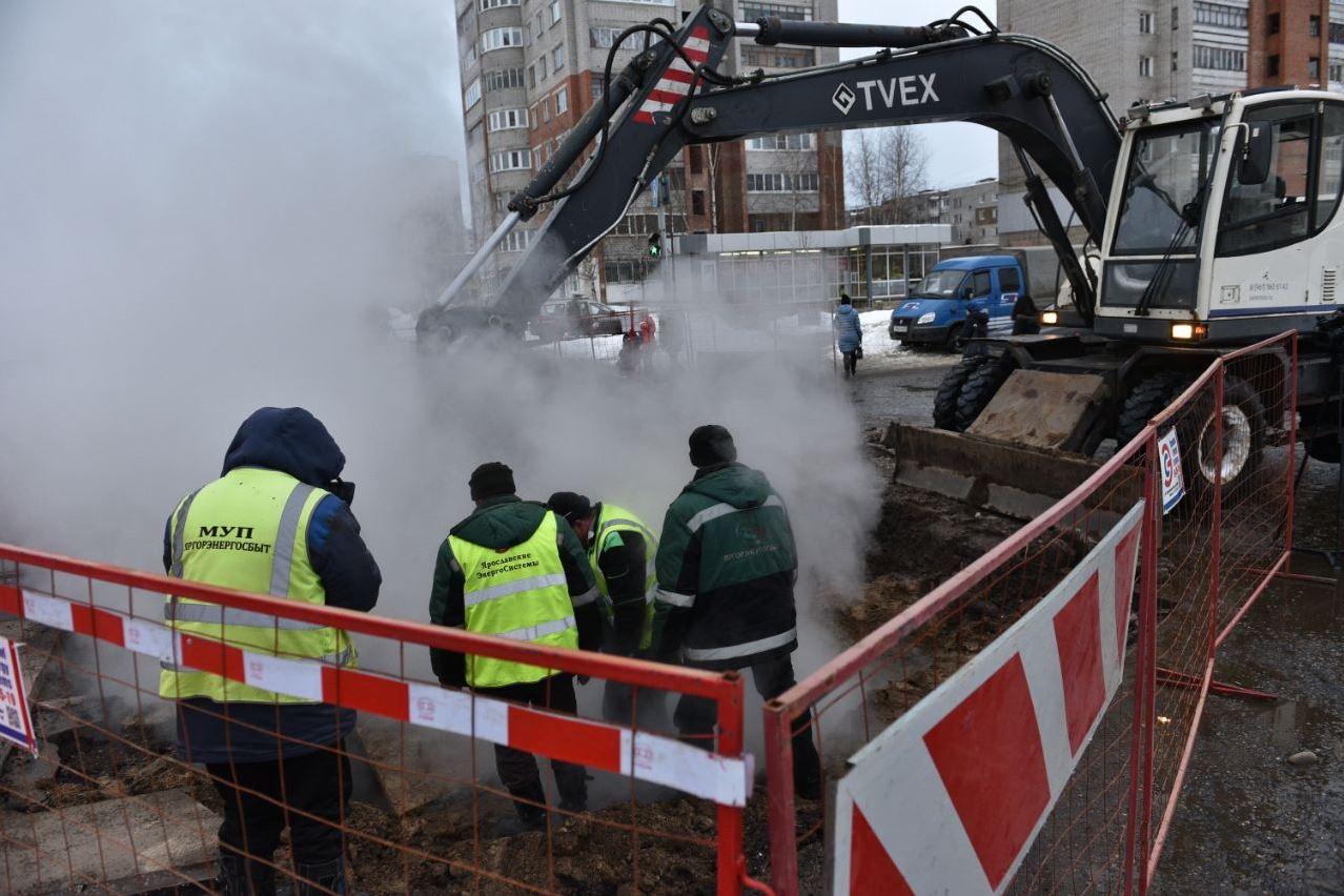 Коммунальщики устраняют последствия аварии, оставившей без тепла дома, детские сады, школы и больницу