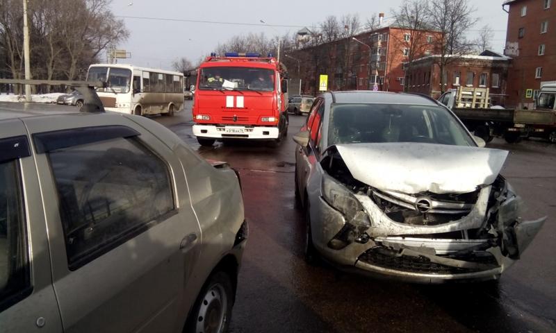 ДТП на Октябрьском мосту привело к огромным пробкам в Ярославле