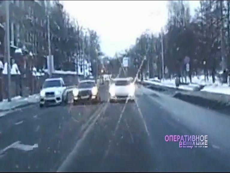 Дорожный беспредел: ярославцы присылают видео с грубыми нарушениями водителями ПДД