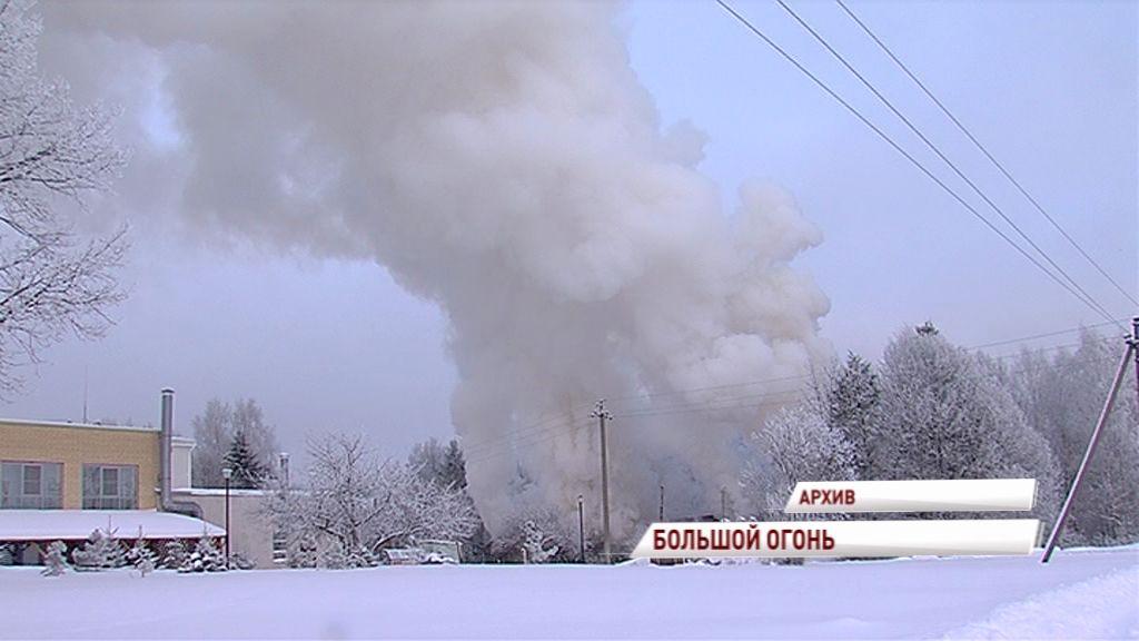 В Ростовском районе загоревшийся дом тушили более 10 часов