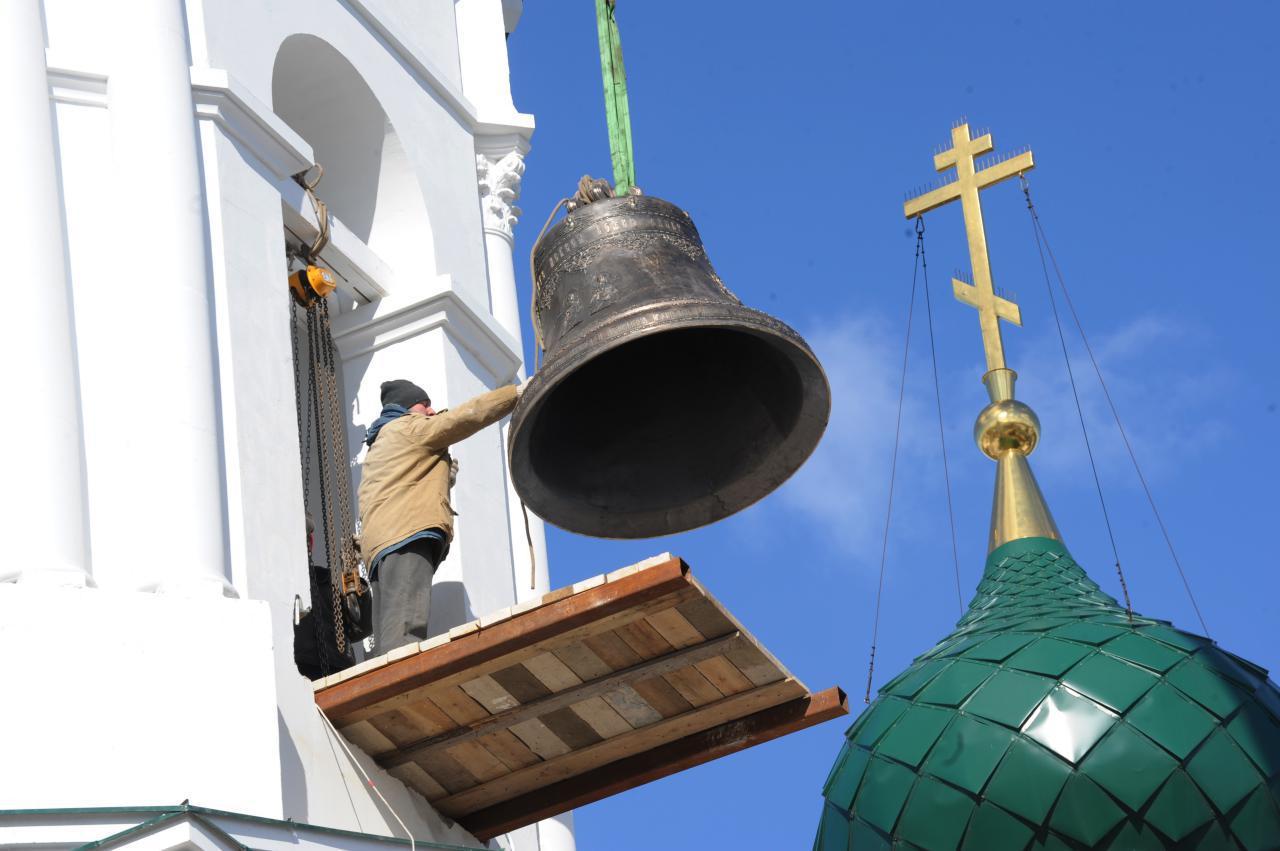 Кирилло-Афанасьевский монастырь в Ярославле обрел голос: на восстановленную колокольню подняли колокола