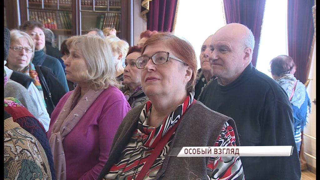 Искусство для всех: в Ярославском художественном музее провели экскурсию для слабовидящих