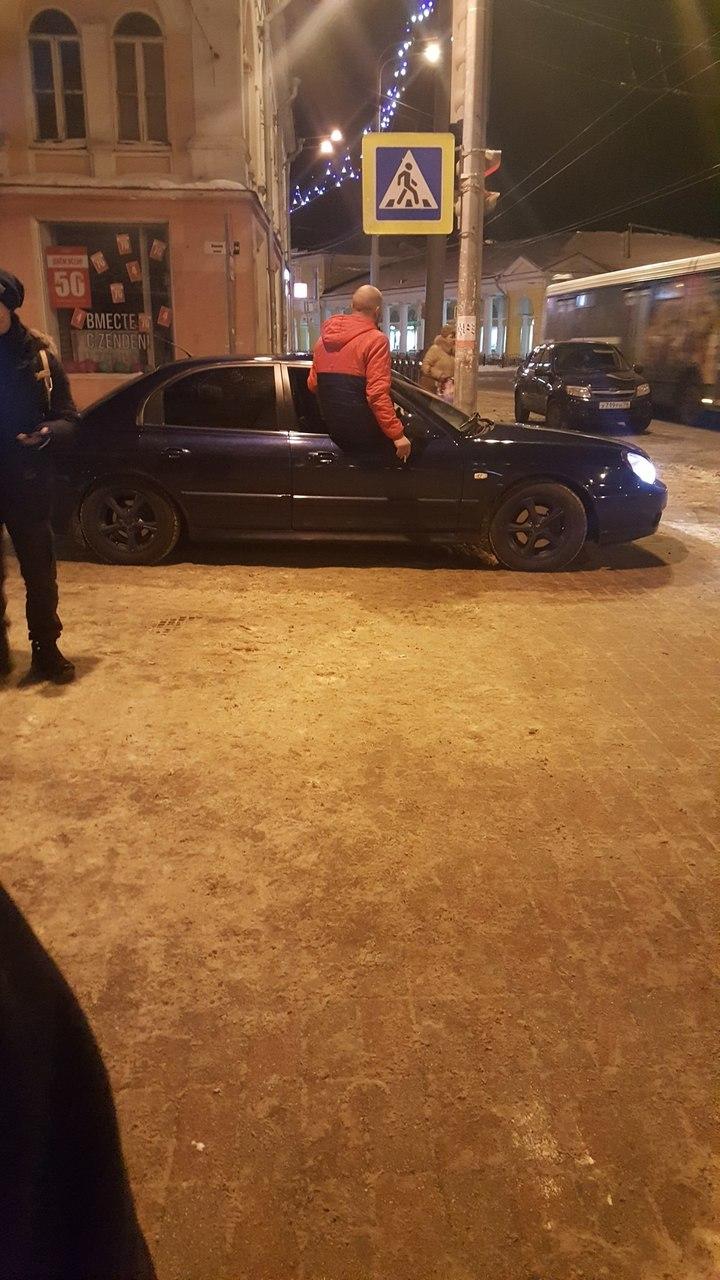 В Ярославле оштрафовали парня, прокатившегося по пешеходной зоне