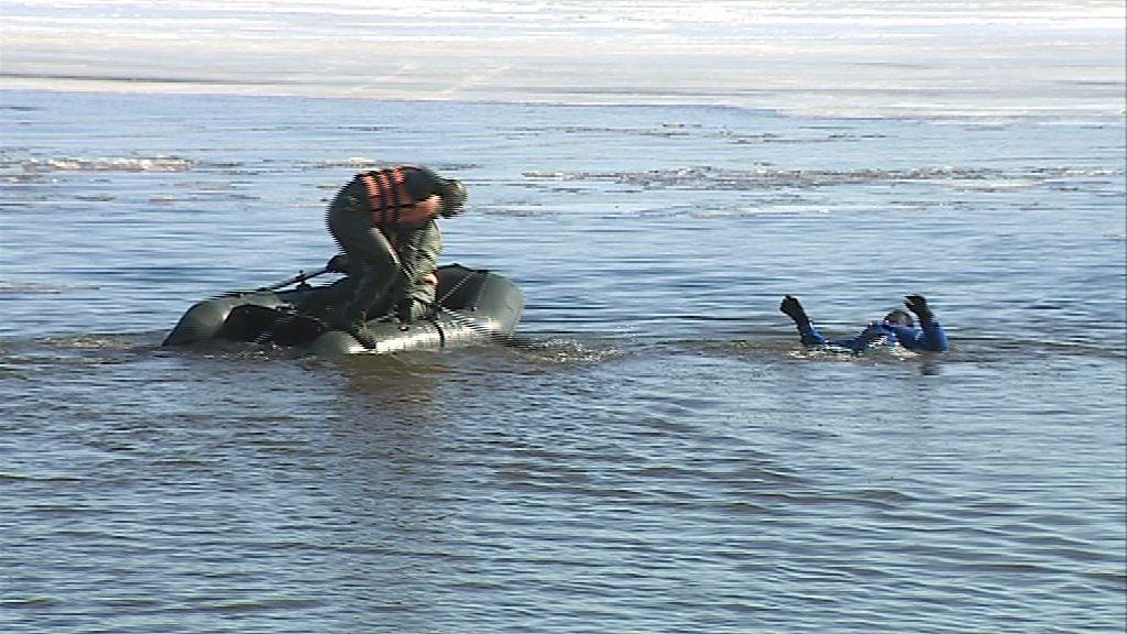 На Которосли спасатели оттачивали мастерство по спасению утопающего