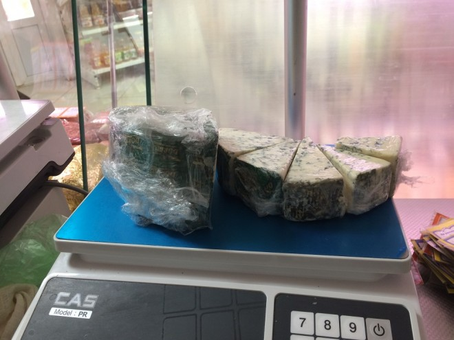 В Ярославле сожгли нелегальный сыр с плесенью из Германии
