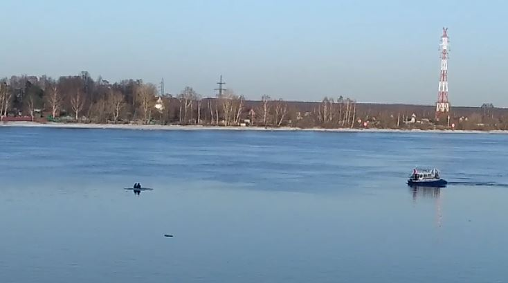 Двое на льдине: подростки оказались на середине Волги