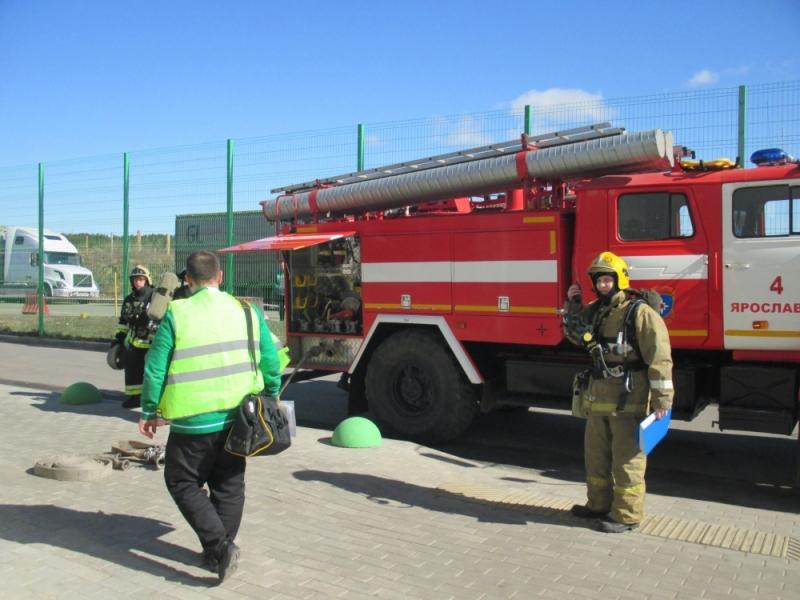 Под Ярославлем в очередной раз эвакуировали людей из крупного торгового центра