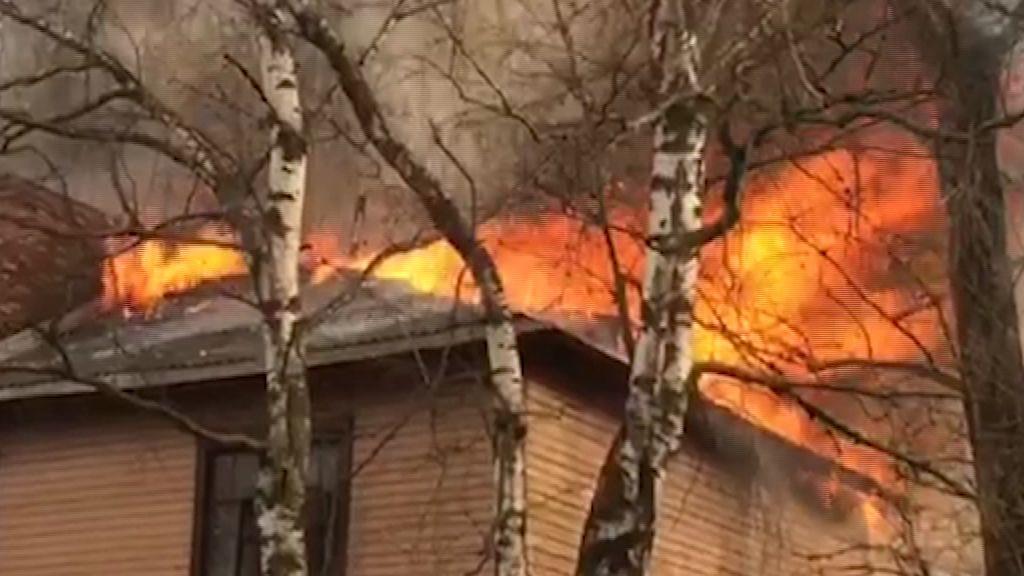 Крупный пожар во Фрунзенском районе: загорелись деревянные дома