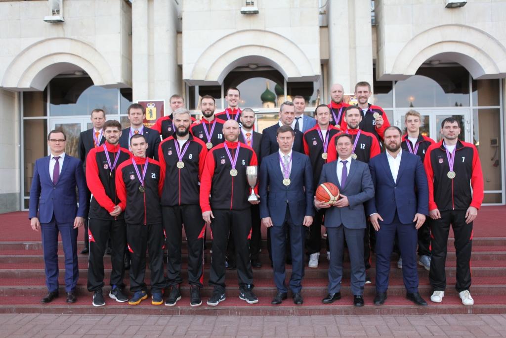 В правительстве области игроков и тренеров «Буревестника» поздравили с победой в Суперлиге-2