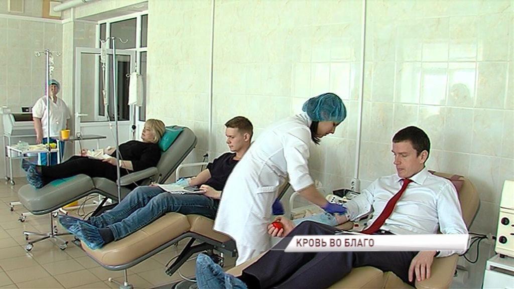 Ярославцы сдали кровь на станции переливания в честь Дня донора
