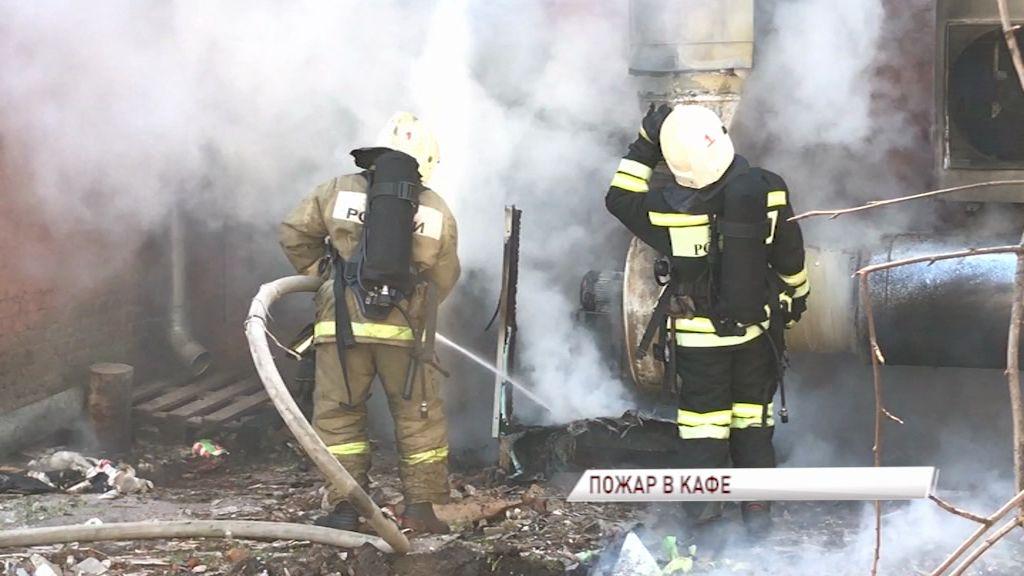 В центре Ярославля загорелось кафе