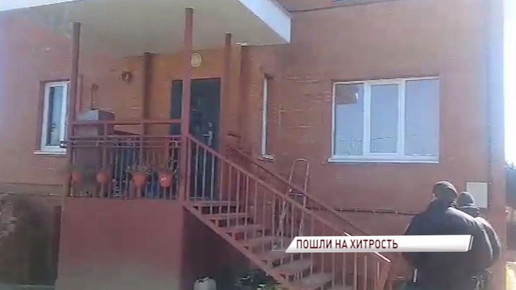 Судебные приставы притворились покупателями дома, чтобы поймать должника