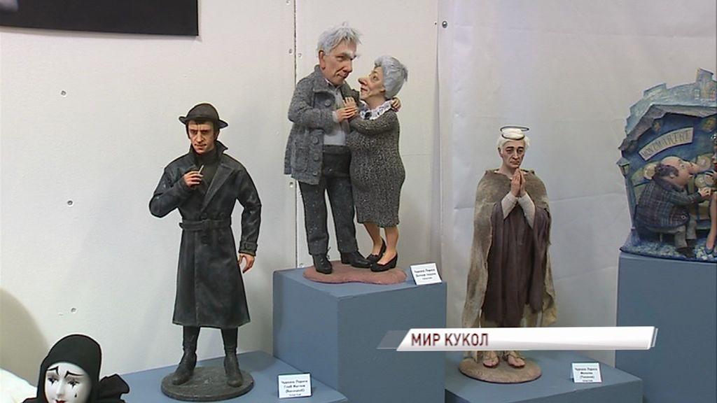 Пластиковая Леди Болейн и мини-версии персонажей советских фильмов: в Ярославле открылась выставка авторских кукол