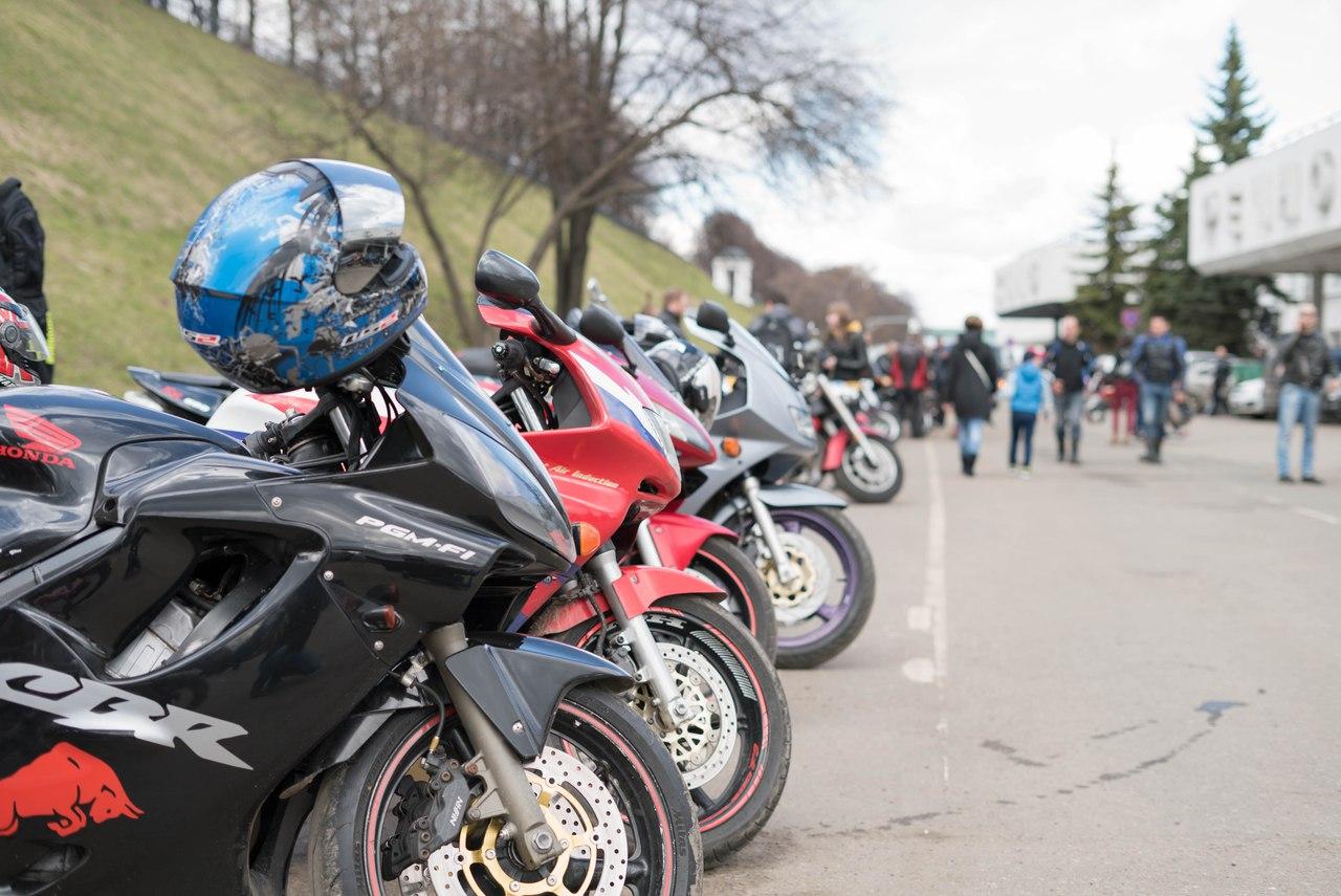 Сотни байкеров собрались в Ярославле и открыли мотосезон