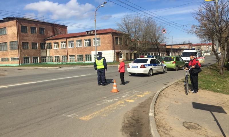 """В Рыбинске пожилая женщина на """"Матизе"""" сбила двух школьниц"""