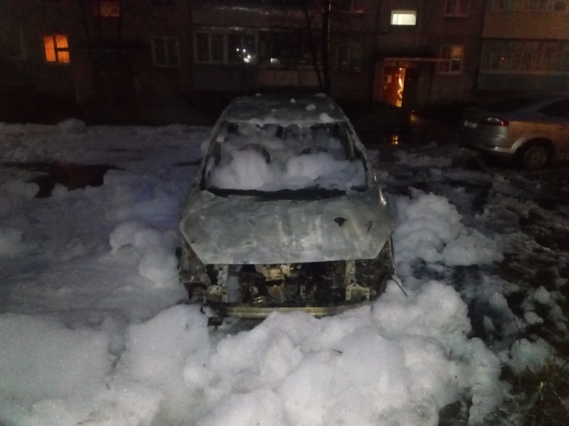 В Ярославской области ночью сгорела иномарка