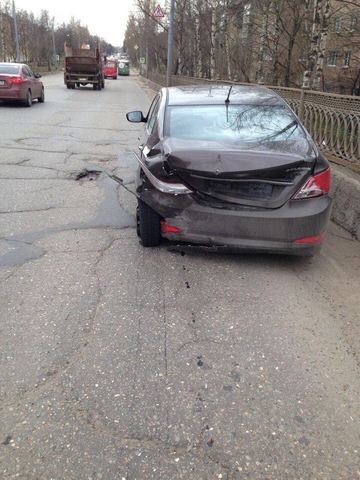 Виновник ДТП на Добрынинском мосту потребовал медицинской помощи, а затем сбежал из больницы и скрылся