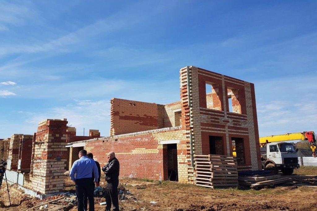 Жители Пошехонья все-таки увидят новый детский сад: на долгострое возобновились работы