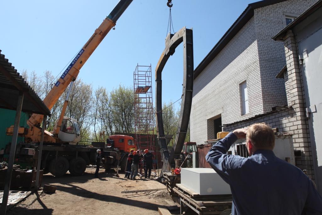 Несущая конструкция въездной стелы в Ярославль почти готова