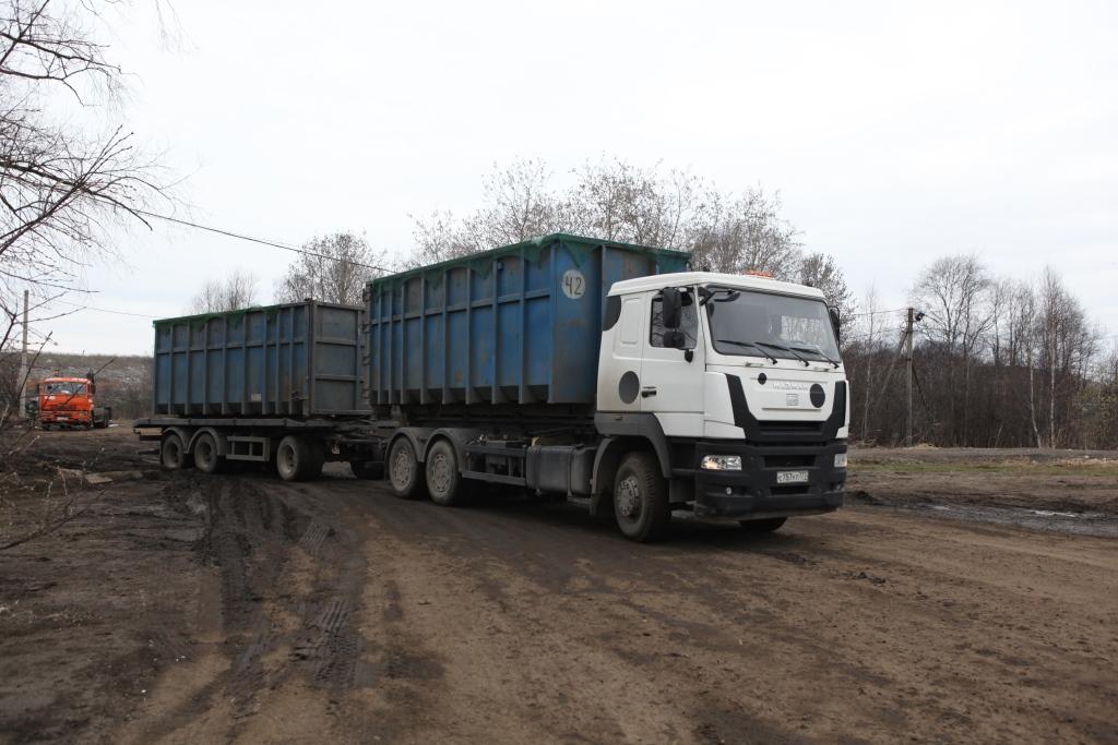 Водителей мусоровозов будут штрафовать за вываливающиеся из кузова отходы