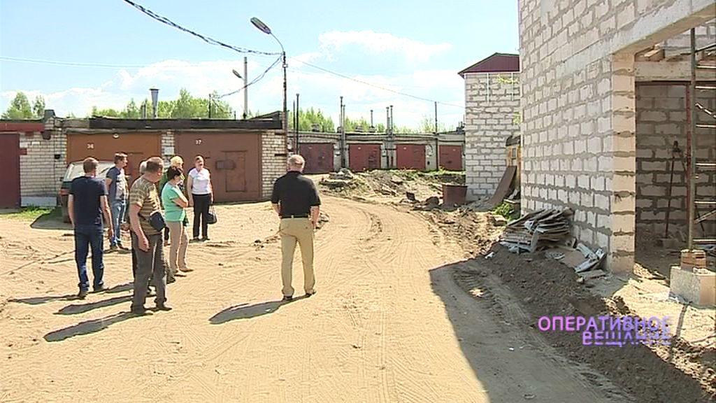 Члены гаражного кооператива на Полушкиной роще возмущены самовольной постройкой: как развивался конфликт