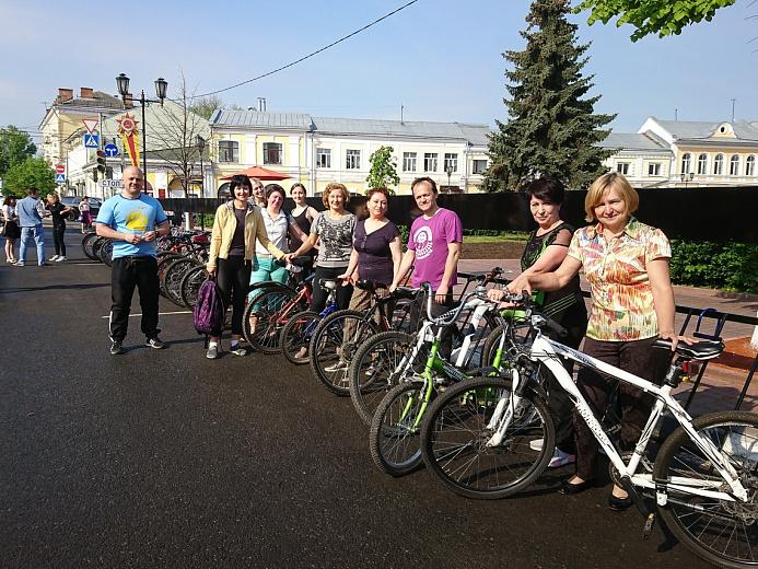 Фото: Сотрудники мэрии приехали на работу на велосипедах