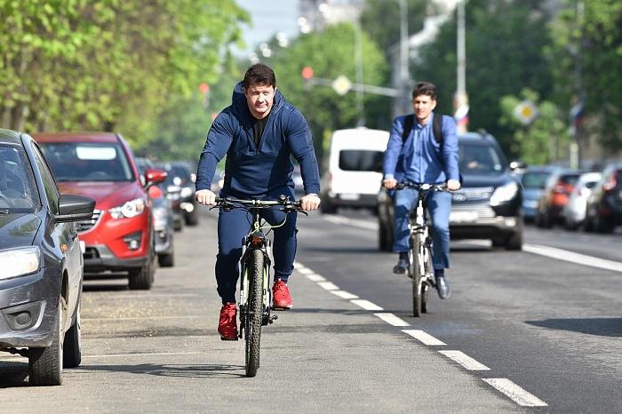 Сотрудники ярославской мэрии сменили пиджаки на «спортивки» и приехали на работу на велосипедах