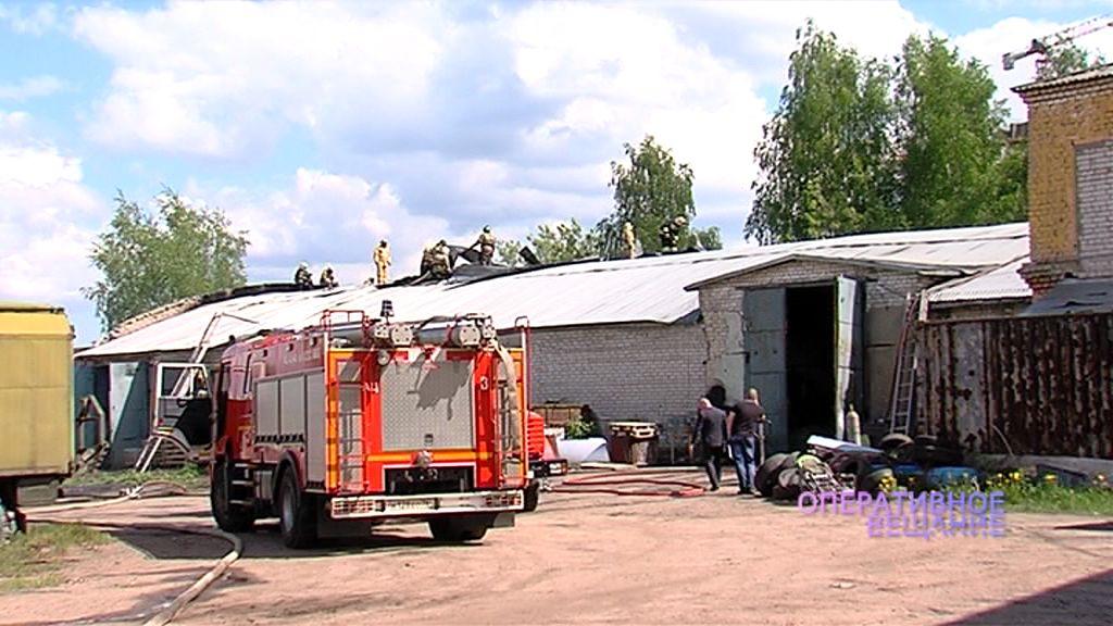 В Ярославле загорелся гаражный бокс автотранспортного предприятия