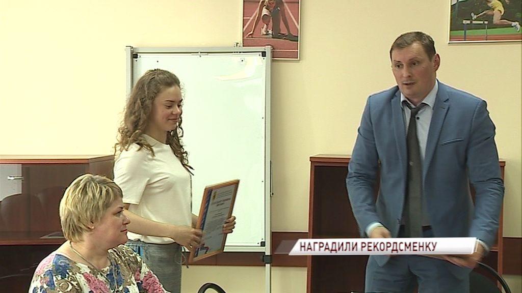 Мировую рекордсменку по плаванию в ластах отметили специальным дипломом