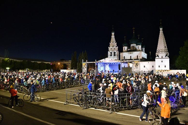 ФОТО: День города Ярославля начался с ночного велопробега