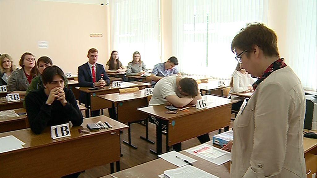 Выпускники области начали сдавать ЕГЭ: как прошел первый экзамен