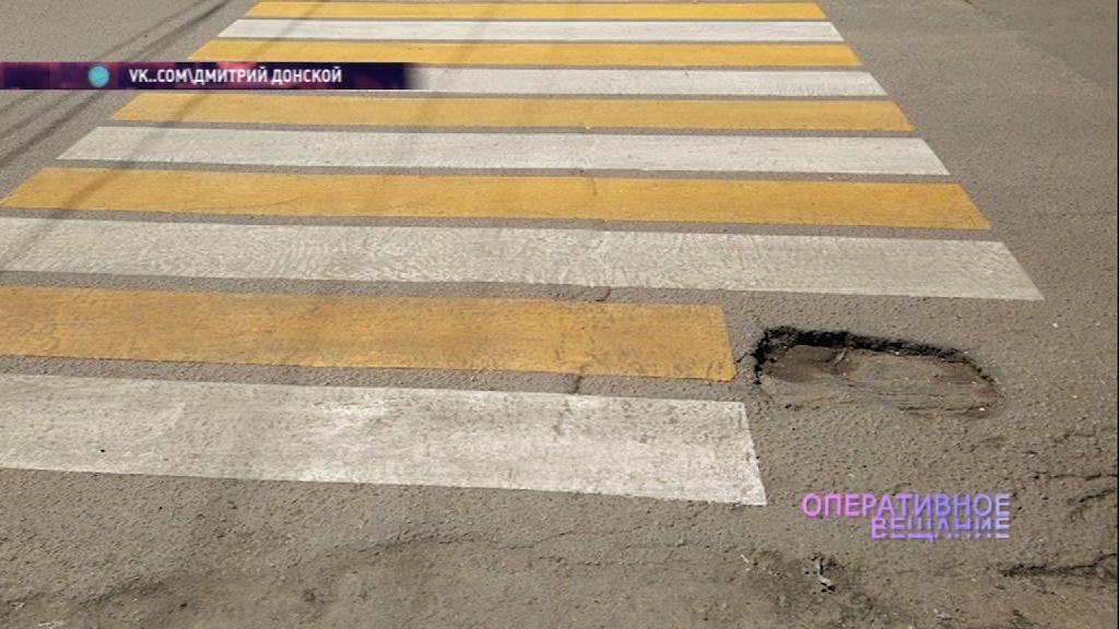 И так сойдет: ярославские дорожники нарисовали разметку вокруг ямы