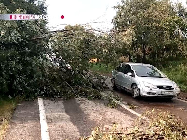 Ураган продолжается: МЧС снова опубликовало предупреждение