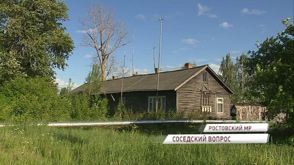 Ни продать, ни переехать: жители аварийного дома в Белогостицах отказываются переезжать