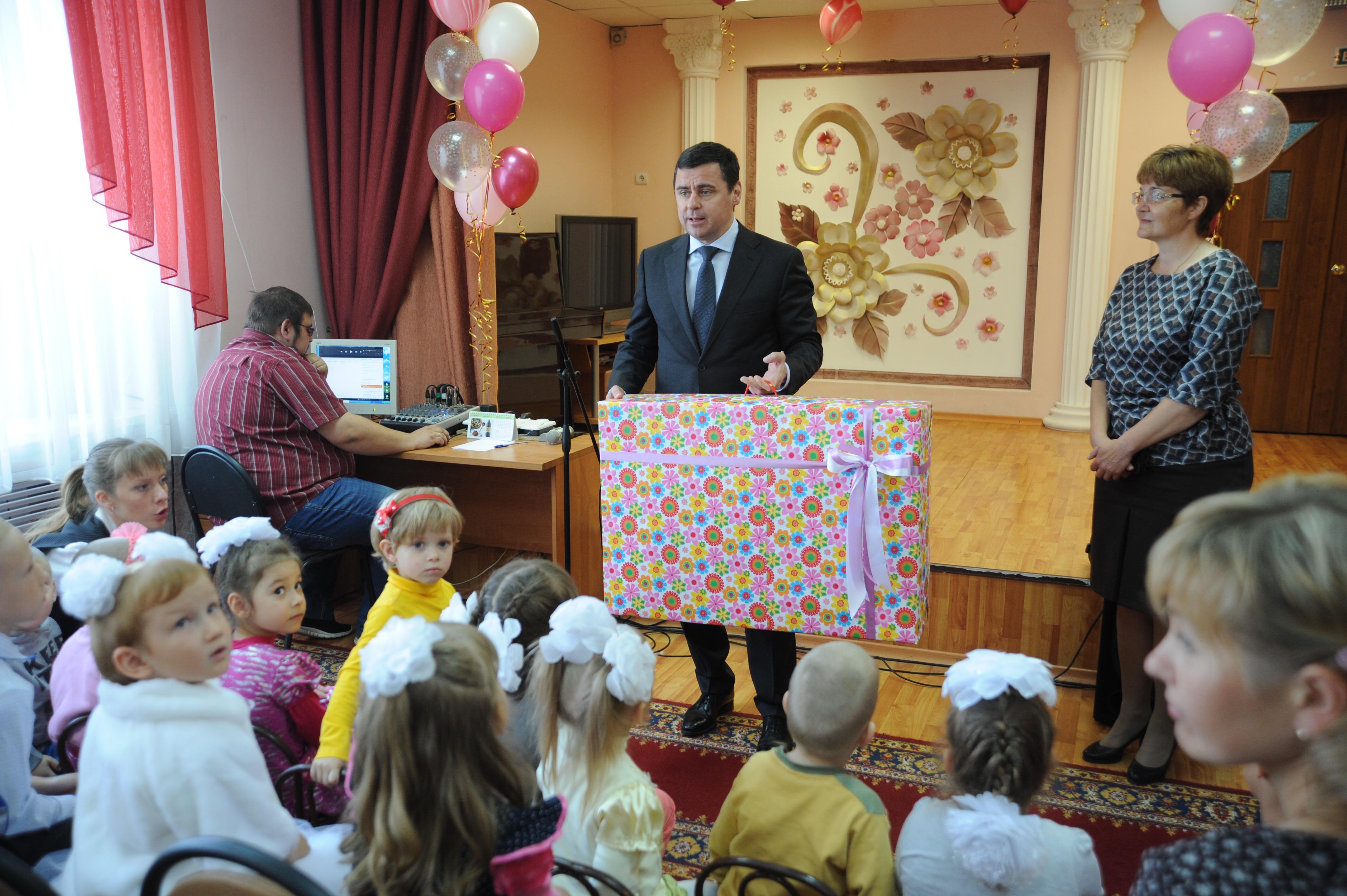Дмитрий Миронов посетил социально-реабилитационный центр «Искорка»