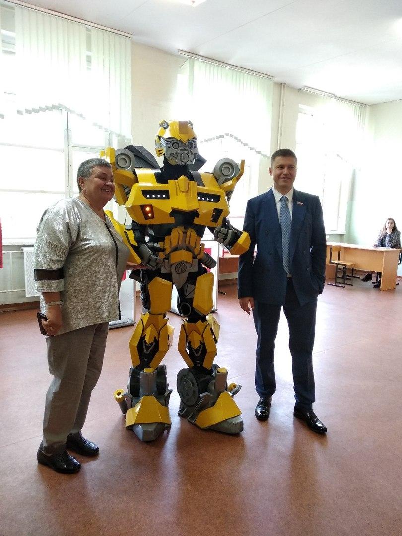 ВИДЕО: Герой из фантастического боевика пришел на предварительное голосование в Ярославле