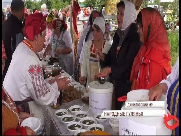 В Середе стартовал фестиваль народных забав «Крошиха»