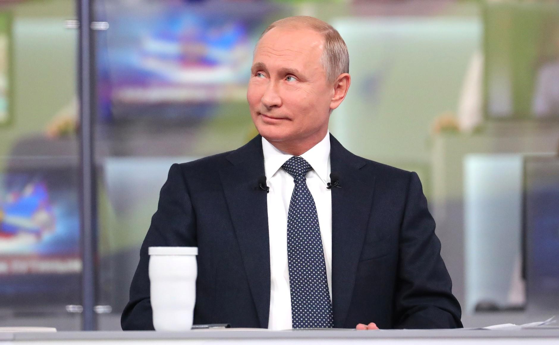 Владимир Путин провел прямую линию: о важном для России – в масштабах региона