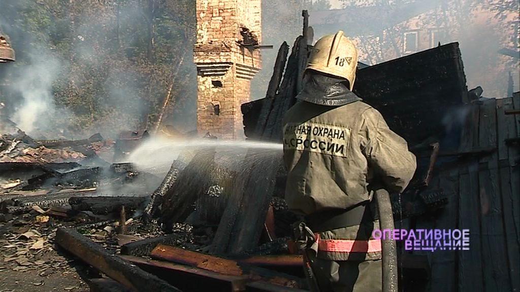 В поселке Парижская Коммуна сгорел расселенный дом