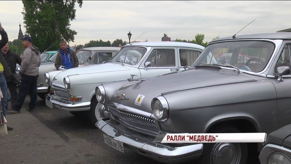 Парад ретро автомобилей прошел в день России в Ярославле