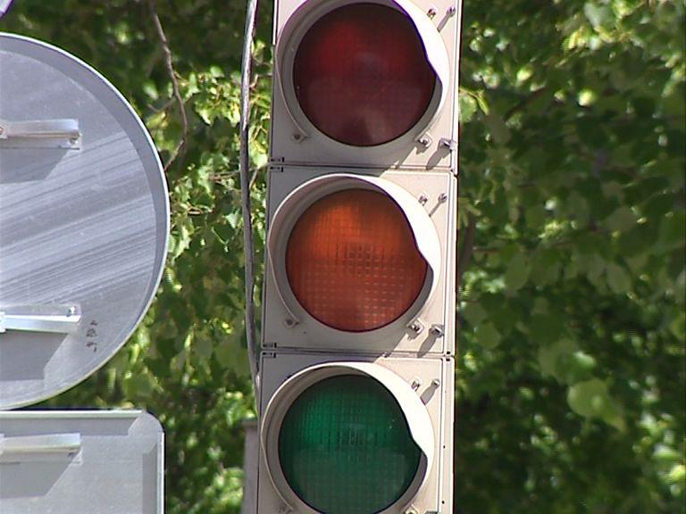 Заволжская прокуратура требует обеспечить светофоры звуковыми сигналами