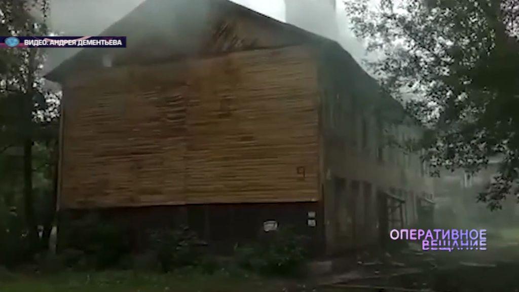 На Пятерке загорелся расселенный дом