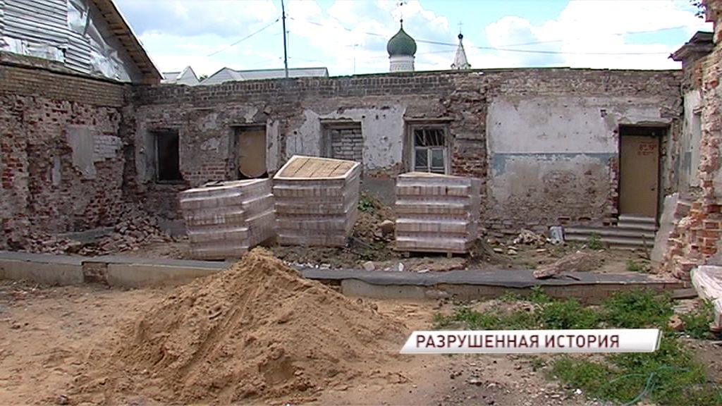 Собственник усадьбы XIX века ответит перед прокуратурой за изменение облика здания