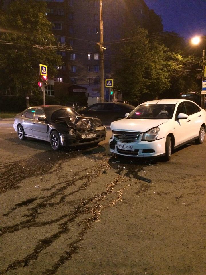ДТП в Ярославле: одна иномарка протаранила другую