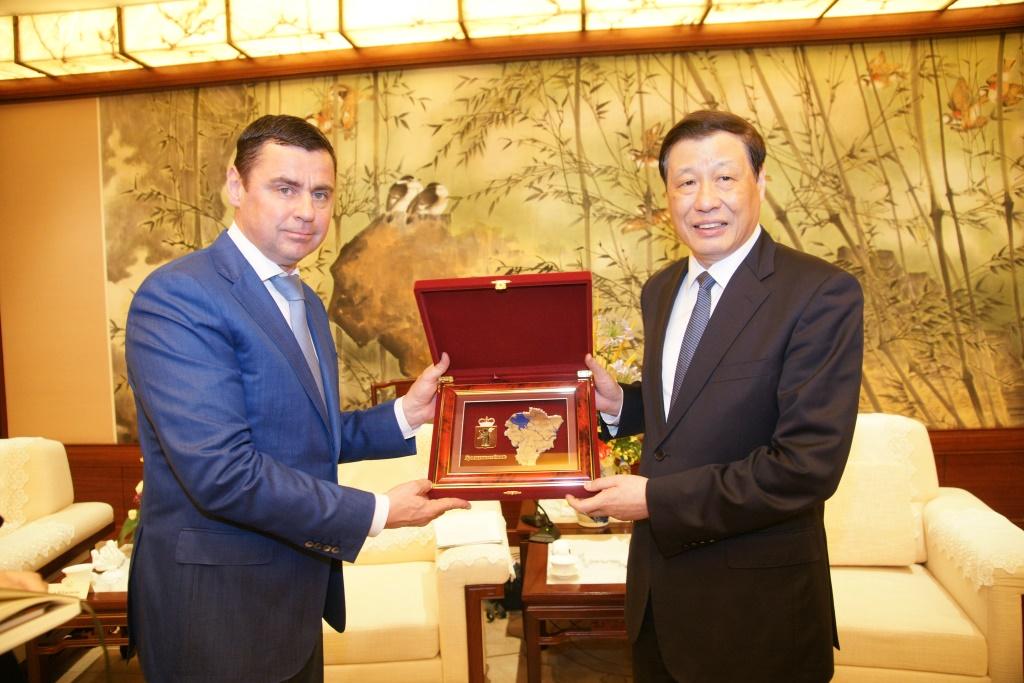 Дмитрий Миронов встретился с мэром Шанхая и обсудил с ним вопросы укрепления сотрудничества
